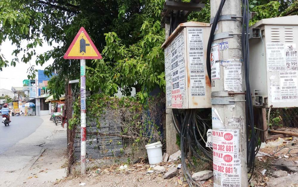 """Thừa Thiên -Huế hướng đến việc sạch bóng """"rác quảng cáo"""" như thế này trên đường phố."""