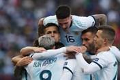 """Messi thẻ đỏ, Argentina """"phục thù"""" thành công Chile tại Copa America"""