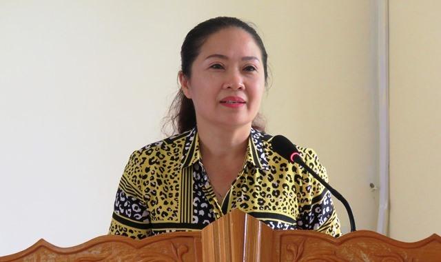 Đồng chí Lê Thị Hải Yến - Phó chủ tịch LĐLĐ tỉnh Hà Tĩnh triển khai nội dung tập huấn về tác hại rác thải nhựa. Ảnh: TN