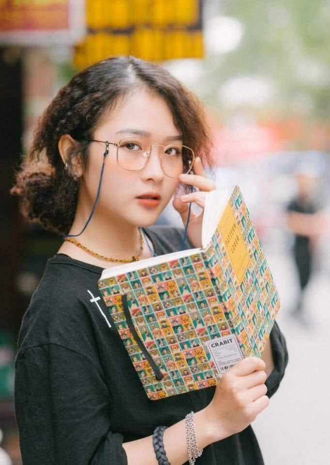"""Chỉ sở hữu chiều cao """"khiêm tốn"""" 1m56 nhưng bù lại, Lê Na sở hữu phong cách thời trang cực chất, chẳng hề thua kém bất kỳ stylist nào."""