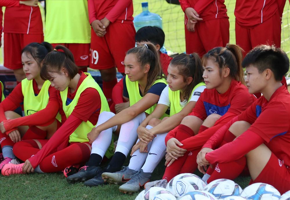 Chiều nay 15.8, hai chị em Lê Chelsea và Lê Kyah đã có buổi tập thứ 2 cùng ĐT U19 nữ Việt Nam trên sân tập Trung tâm đào tạo Bóng đá trẻ Việt Nam – VFF.
