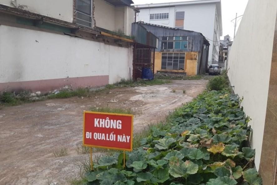 Trường THCS Phương Mai xây xong đã gần 1 năm nhưng không có đường vào. Ảnh:Congluan