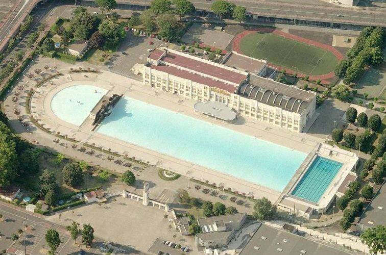 5. Piscine Alfred (Pháp) là hồ bơi lớn nhất châu Âu. Công trình này được đặt theo tên của vận động viên Olympic người Pháp Alfred Nakache. Hồ có diện tích 7.500 m2, rộng 12,5 m và sâu tối đa 2 m. Vé vào cổng cho công dân Pháp thấp hơn khách du lịch. Nếu bạn có nhu cầu học bơi, các khóa học ở đây luôn chào đón. Ảnh: Monswim.com.