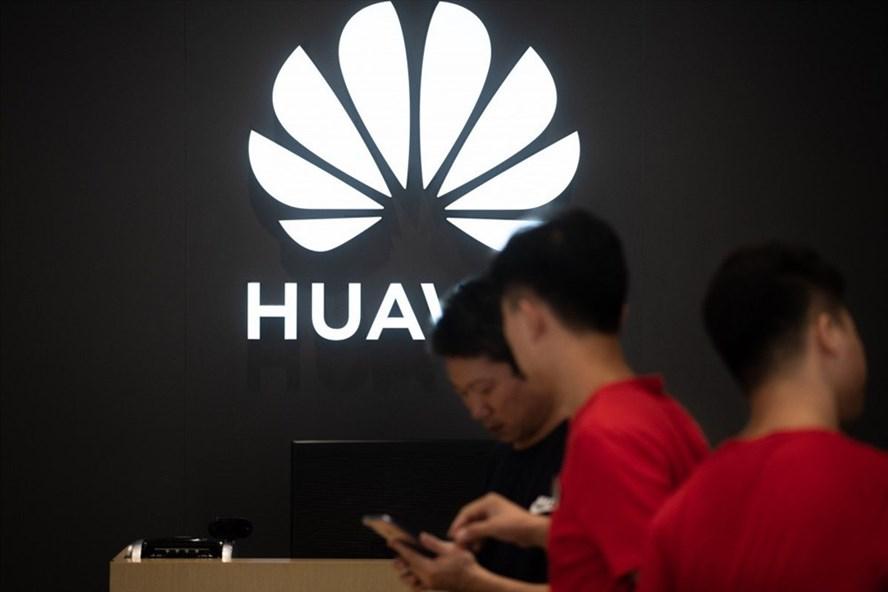 Mỹ dự kiến gia hạn giấy phép mua bán công nghệ cho Huawei. Ảnh: AFP