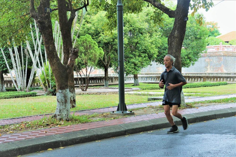 Đây cũng là địa điểm lý tưởng để người dân tập thể dục, đi bộ vào mỗi buổi sáng.