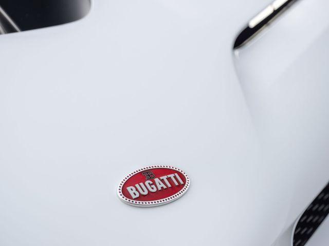 Một số hình ảnh chi tiết các bộ phận của chiếc Bugati Centodieci.