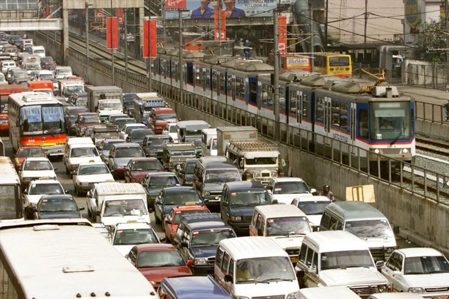 Đại lộ Epifanio de los Santos bao quanh Manila luôn xảy ra tình trạng tắc đường. Ảnh: Reuters