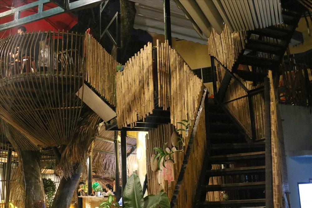 Không Gian quán Sông Thơ được làm từ nguyên liệu Tre, Tầm Vong và cây Trầm . Ảnh: Thành Nhân