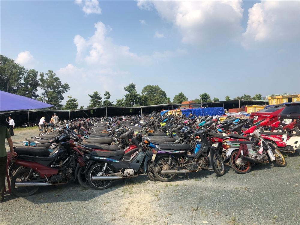 Bãi xe vi phạm tại TP.Biên Hòa, Đồng Nai. Ảnh: H.A.C