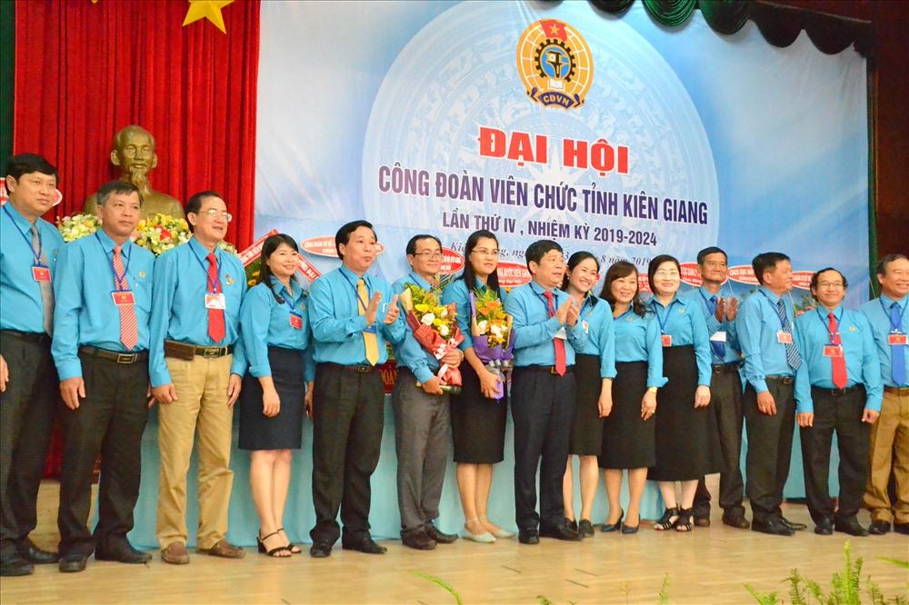 BCH CĐVC Kiên Giang ra mắt đại hội. Ảnh: LT