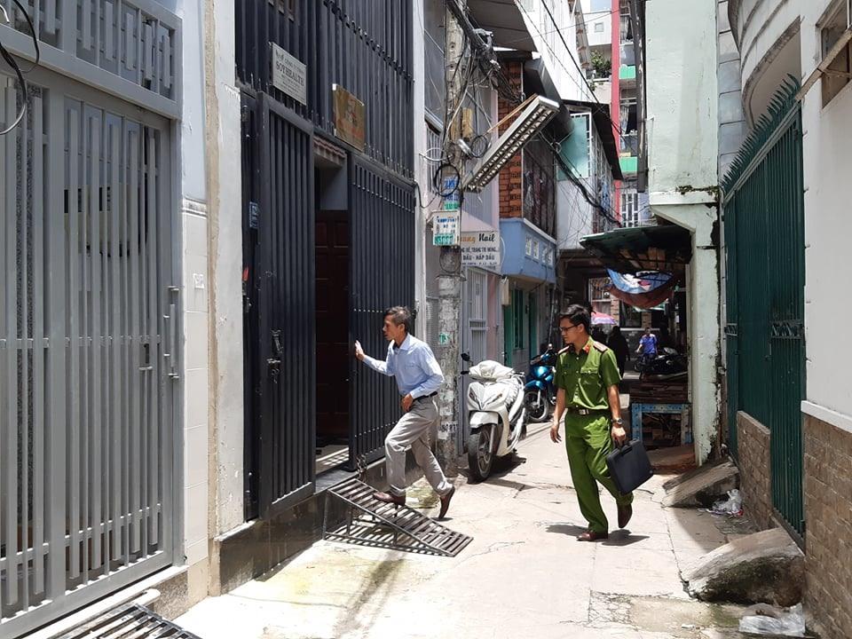 Cơ quan chức năng tiến hành khám xét và bắt giam các đối tượng liên quan tới vụ sai phạm tại Tổng công ty Nông nghiệp Sài Gòn (SAGRI). Ảnh Anh Tú