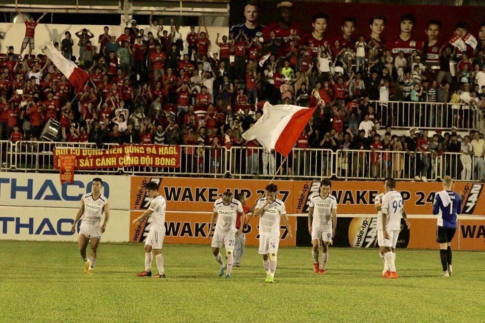 Sài Gòn FC thoát ra khỏi nhóm nguy hiểm khiến cho tình cảnh của HAGL thêm phần khó khăn và bất lợi. Ảnh: HAGL FC