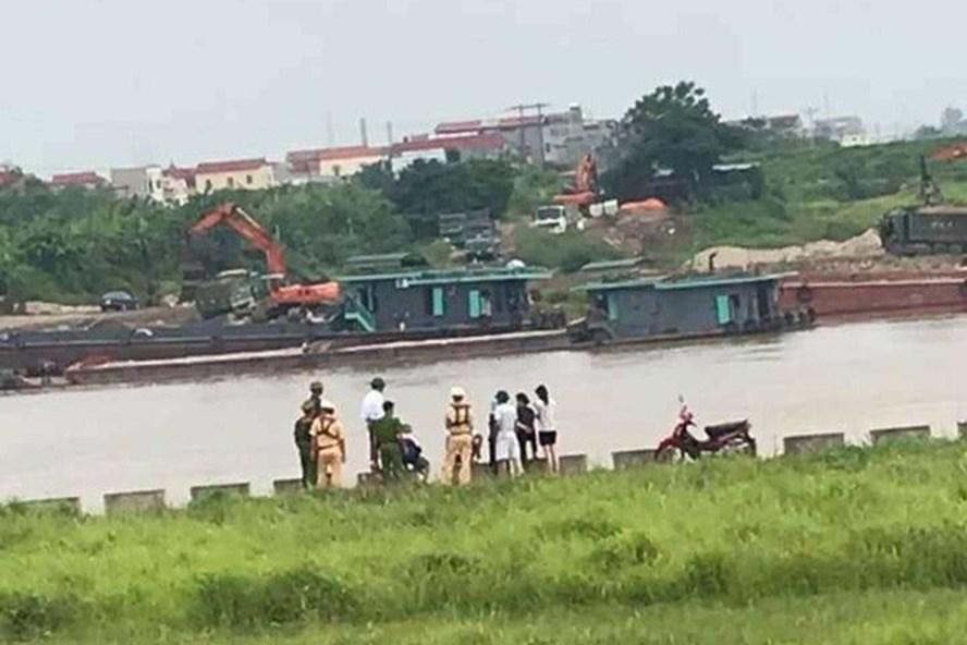 Lực lượng chức năng tổ chức tìm kiếm người phụ nữ nhảy cầu tự tử. Ảnh: CAND