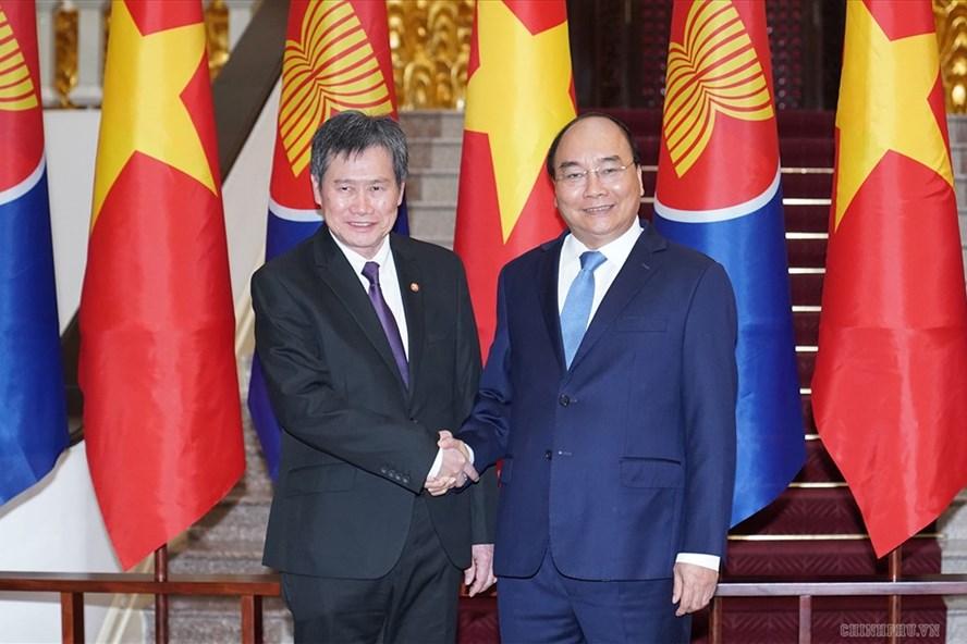 Thủ tướng Nguyễn Xuân Phúc tiếp Tổng Thư ký ASEAN Lim Jock Hoi. Ảnh: VGP.