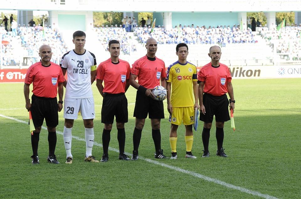 Đội trưởng Văn Quyết là chủ nhân của 2 bàn thắng cho CLB Hà Nội, giúp đại diện Việt Nam tiến vào trận chung kết lịch sử. Ảnh: AFC