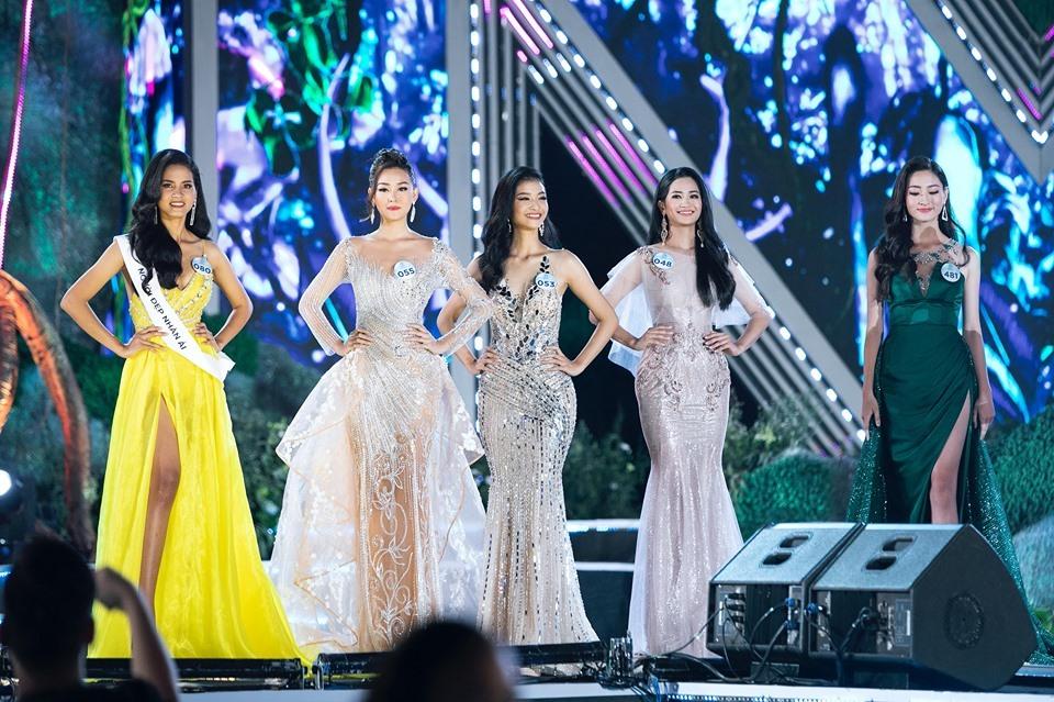 Top 5 Miss World Việt Nam 2019 trên sân khấu đêm chung kết. Ảnh: MWVN.