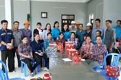 Đồng Tháp: Tặng quà năm học mới cho con công nhân môi trường