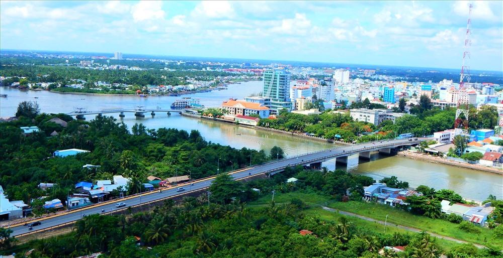 """Nhận được sự ưu đãi rất lớn từ """"mẹ"""" thiên nhiên, thành phố đã và đang có những bước phát triển vượt bậc về cả chính trị, văn hóa, du lịch trong những năm trở lại đây. Đáng chú ý, đến hết tháng 5.2019, TP.Cần Thơ có 82 dự án FDI, tổng vốn đầu tư khoảng hơn 700 triệu USD. Các dự án do các nhà đầu tư đến từ Hàn Quốc, Hồng Kông, Singapore, Thái Lan, Mỹ, Đức, Nhật..., đầu tư. Ảnh: Thành Thật."""