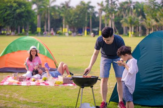 Cắm trại, nướng BBQ ngoài trời là hoạt động gắn kết, mang đến thật nhiều trải nghiệm mới mẻ cho các thành viên gia đình.