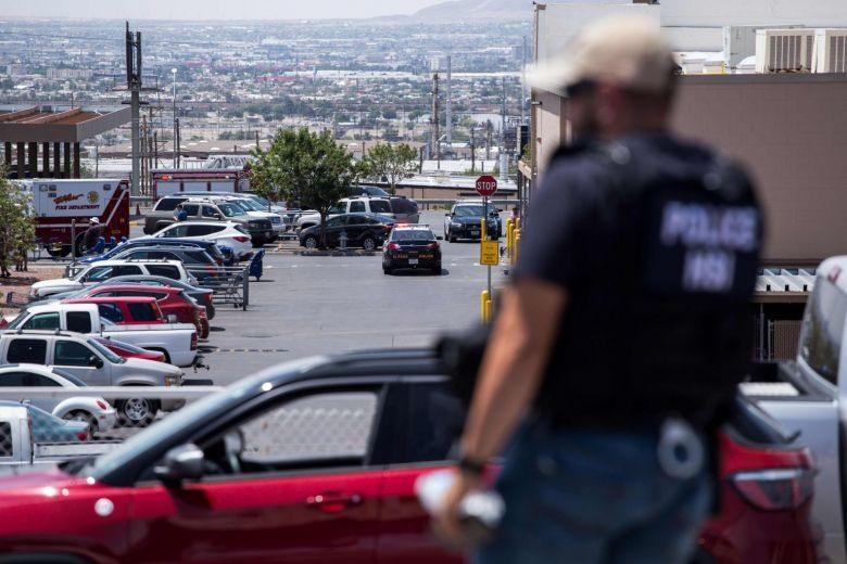Truyền thông quốc tế cho hay, số thương vong vẫn chưa được xác nhận chính thức nhưng NBC cho hay, 19 người bị chết và 40 người bị thương. CBS dẫn lời tổng lý chưởng bang Texas cho biết, 15-20 người chết trong khi nguồn tin của ABC News nói rằng, ít nhất 18 người chết. Ảnh: AFP.
