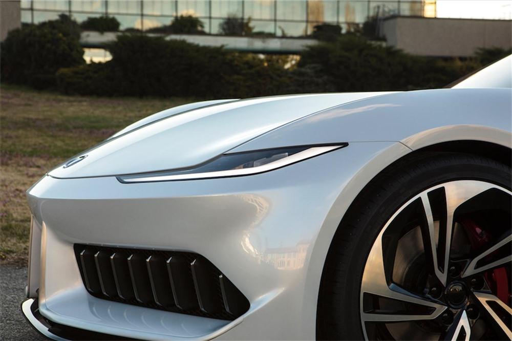 Mới nhìn qua, ít ai ngờ được mẫu xe này chạy bằng điện thay vì động cơ xăng truyền thống. Ảnh: Carbuzz
