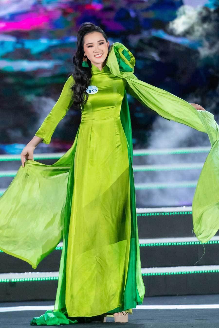 """Thí sinh mặc áo dài của nhà thiết kế Đức Hùng tại cuộc thi """"Miss World Vietnam"""". Ảnh: T.L"""