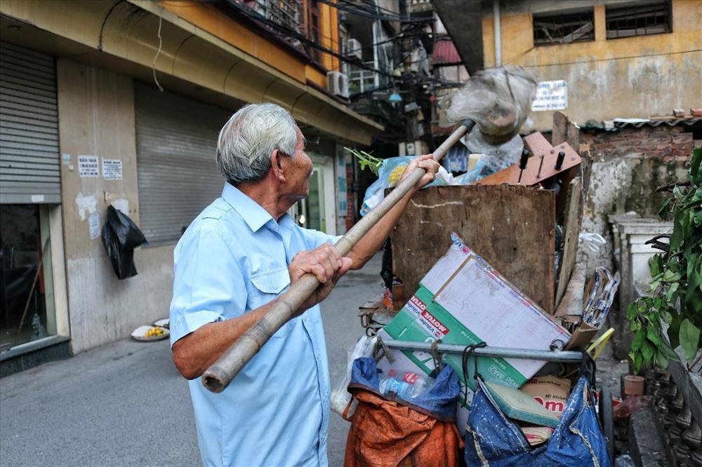 Ông coi công việc dọn rác như việc tập thể dục, thể thao hằng ngày.