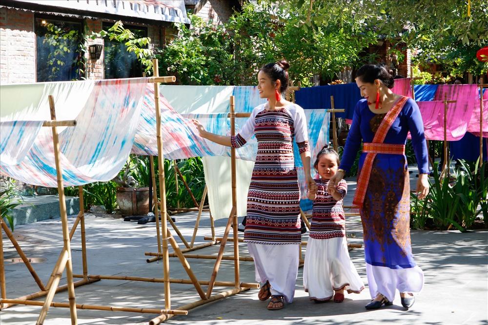 Festival Văn hóa tơ lụa thổ cẩm Việt Nam – thế giới lần V năm 2019 đã thu hút sự tham gia nhiệt tình của các làng nghề trong cả nước như Vạn Phúc, Nha Xã, Mã Châu, chăm Ninh Thuận.