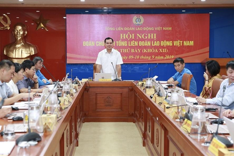 Đồng chí Nguyễn Đình Khang, Ủy viên Ban Chấp hành Trung ương Đảng, Chủ tịch Tổng Liên đoàn Lao động Việt Nam phát biểu tại Hội nghị. Ảnh: Hải Nguyễn