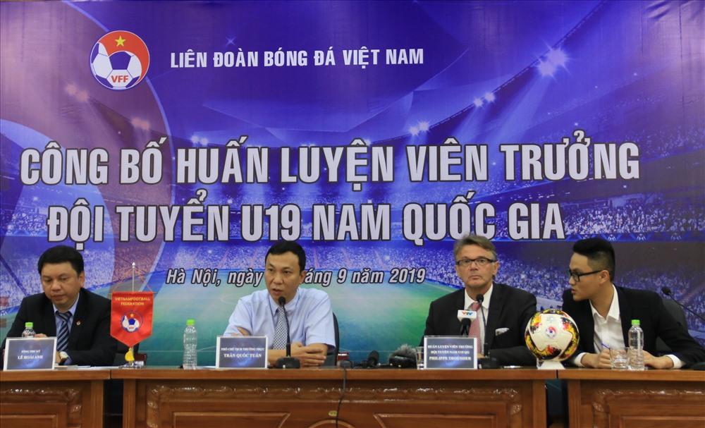 VFF công bố HLV trưởng U19 Việt Nam Philippe Troussie chiều 10.9. Ảnh: Hoàng Minh