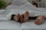 Đêm tân hôn đáng nhớ vì sự vụng dại của hai vợ chồng trẻ