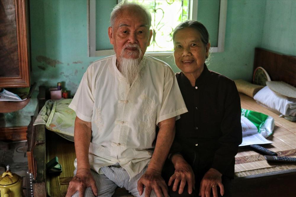 Cụ Thiêm và cụ Sinh chung sống hạnh phúc trong căn nhà nhỏ. Ảnh: Thái Hà.