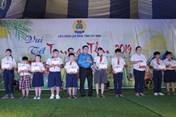 Trao học bổng từ Quỹ TLV Lao Động cho con CNLĐ