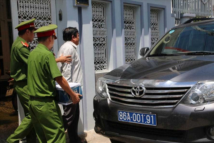 Cơ quan công an khám xét nhà ông Trần Hoàng Khôi_Ảnh: CTV