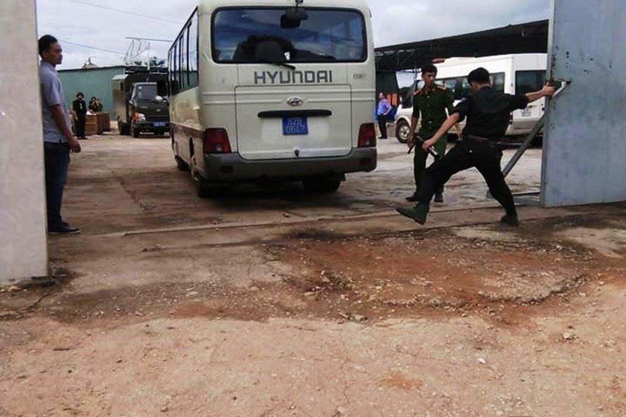 Đầu tháng 9.2019, Công an đột kích khám xét, thu giữ nhiều tấn hóa chất, tiền chất ma túy của nhóm người đội lốt doanh nghiệp Hồng Kông trong một xưởng sản xuất ở huyện Đắk Hà, tỉnh Kon Tum