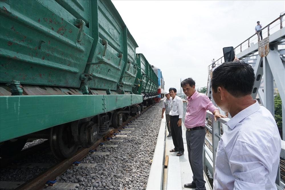 Cầu đường sắt Bình Lợi mới được thiết kế theo quy mô cầu vĩnh cửu bằng vật liệu thép tương ứng với đường sắt khổ 1435m, trước mắt đặt ray khổ 1000mm, tốc độ thiết kế 100km/h.