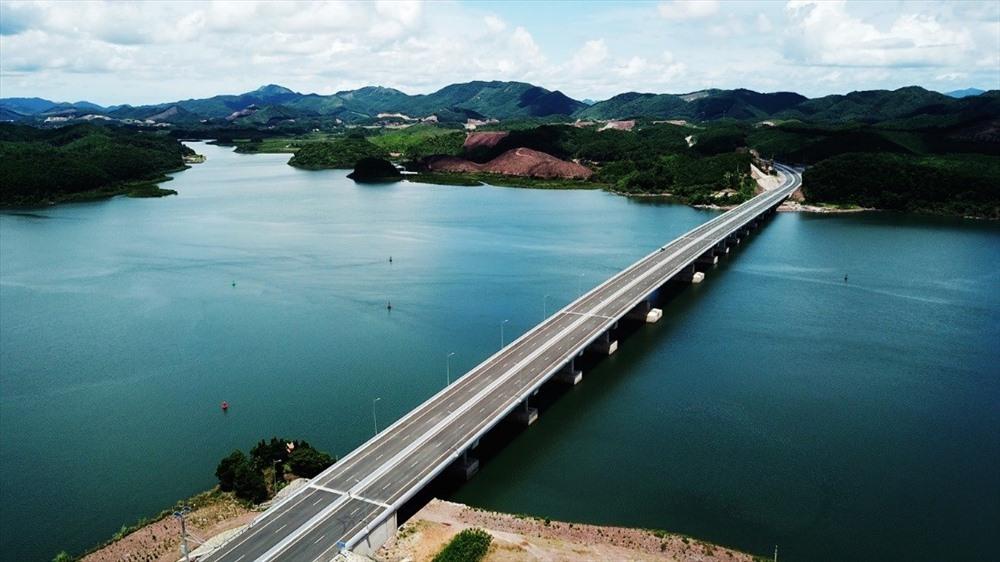 Cảng tàu khách quốc tế Hạ Long là một trong những công trình giao thông trọng điểm của Quảng Ninh
