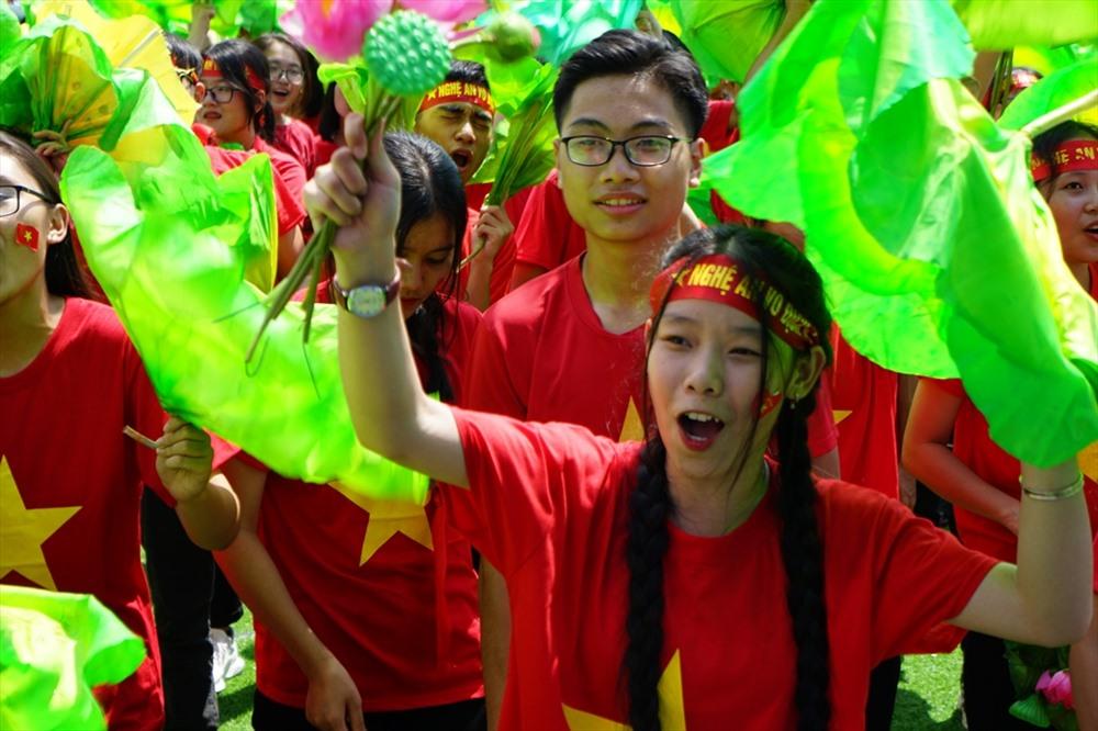 Lá sen, biểu tượng của văn hoá xứ Nghệ- tung bay trong niềm vui chiến thắng