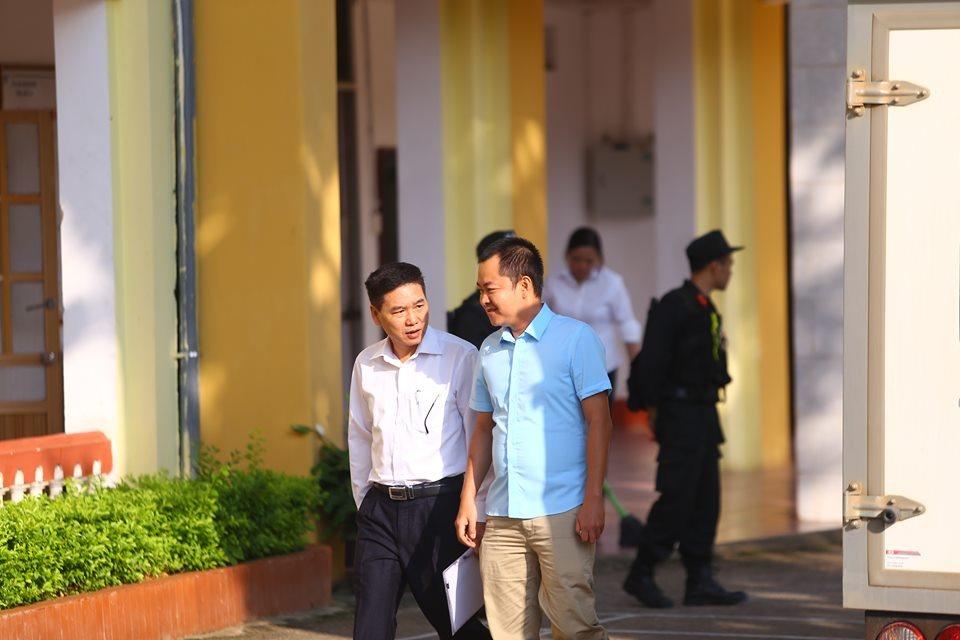 Bị cáo Đinh Hải Sơn (mặc áo xanh, cựu thiếu tá, nguyên đội phó đội giáo dục, Phòng an ninh chính trị nội bộ).
