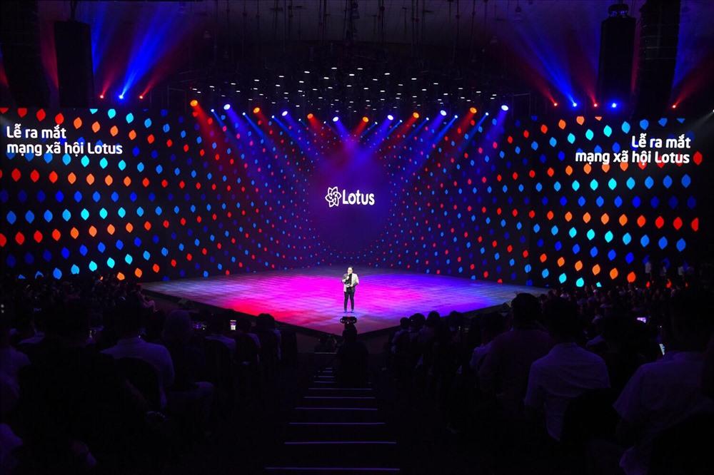 Sân khấu ra mắt mạng xã hội Lotus