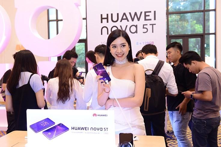 Huawei Nova 5T mới với 4 camera sau giá 8.990.000 đồng