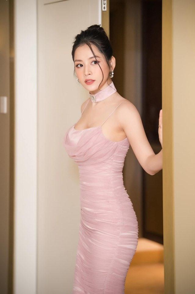 Không còn theo đuổi phong cách dịu dàng, nữ tính, Chi Pu ngày càng lột xác với hình tượng sexy, quyến rũ. Ảnh: Linh Lê Chí.