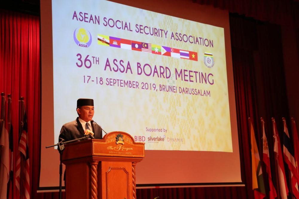Chủ tịch ETF, Yang Berhormat Major General (Rtd) Dato Paduka Seri Awang Haji Aminuddin Ihsan bin Pehin Orang Kaya Saiful Mulok Dato Seri Paduka Haji Abidin, Bộ trưởng Bộ Văn hóa, Thanh niên và Thể thao Brunei phát biểu chào mừng Hội nghị