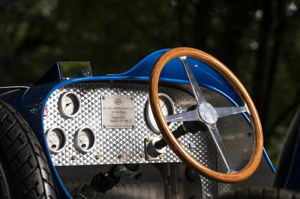 Nội thất đơn giản, gọn gàng. Ảnh: Bugatti