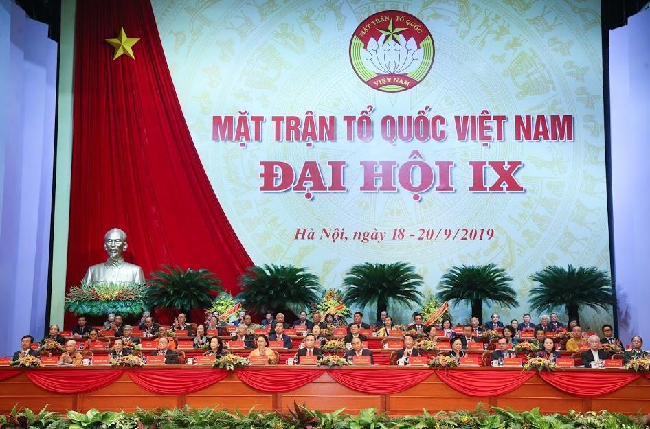 Đoàn Chủ tịch chủ trì Đại hội. Ảnh: Nguyễn Hải