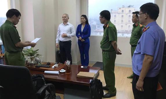 Đối tượng Nguyễn Thái Luyện (áo trắng) đã chỉ đạo vẻ cả dự án  trên đất dân lừa khách hàng.