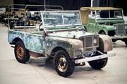 Land Rover 70 tuổi tái xuất hoành tráng sau hơn 1.000 ngày phục dựng