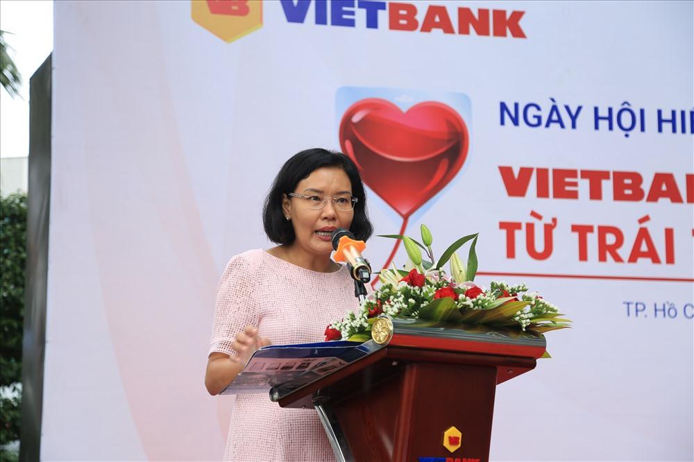 Bà Ngô Trần Đoan Trinh – Phó TGĐ Vietbank phát biểu trong ngày hội hiến máu