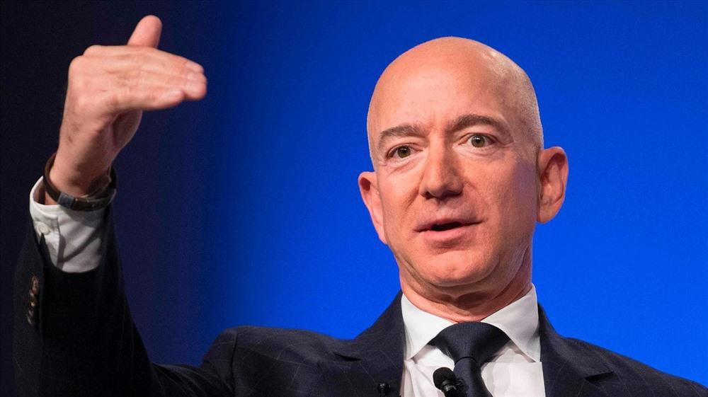 CEO Amazon Jeff Bezos - người đàn ông giàu nhất hành tinh. Theo tạp chí Forbes, tính đến ngày 22.9, tài sản của CEO Amazon lên đến 111,8 tỉ USD. Ảnh: Washingtonpost