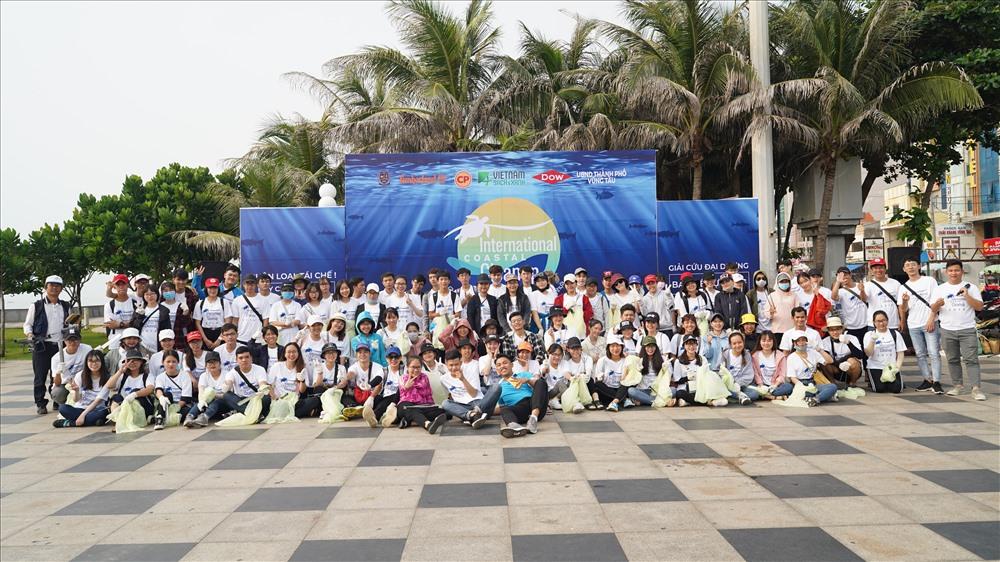"""""""Ngày quốc tế làm sạch bờ biển năm 2019"""" là chương trình do UBND TP Vũng Tàu phối hợp với tổ chức Việt Nam Sạch và Xanh và các công ty đối tác lên kế hoạch tổ chức. Với sự tham gia của 450 tình nguyện viên bao gồm nhân viên công ty, các bạn học sinh, sinh viên và Đoàn viên thanh niên tại thành phố Vũng Tàu."""